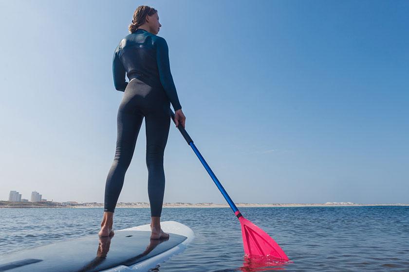 「SUP(パドルボート)体験」は、夏季限定(7月〜9月)の体験メニューです。ファミリー・カップル・小グループでご参加いただけます。