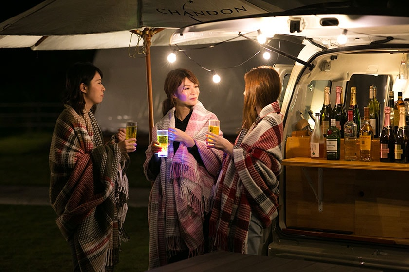 夜間限定で中央広場にキッチンカーが登場し、お酒のおつまみやアルコール、カクテルなどを提供いたします。キッチンカーのご利用時間は、20:00~21:00で行っております(日により多少前後します)