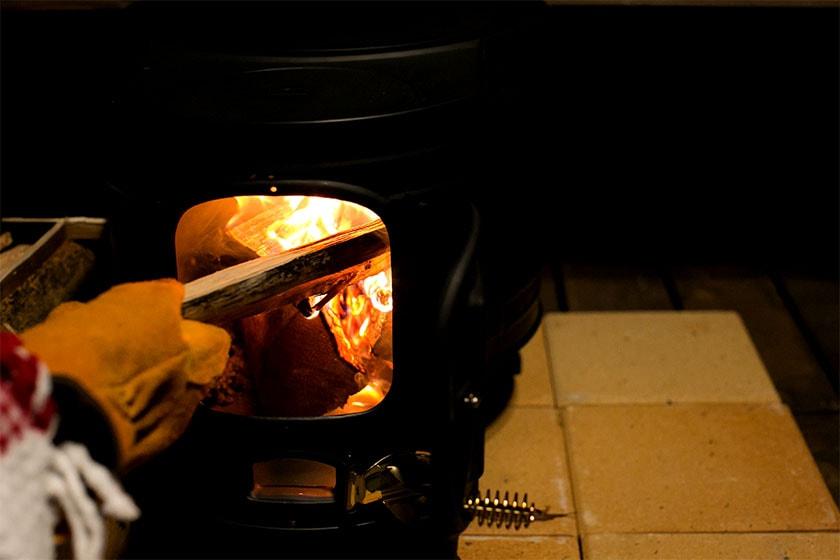季節限定の薪ストーブでグランピングを楽しもう!